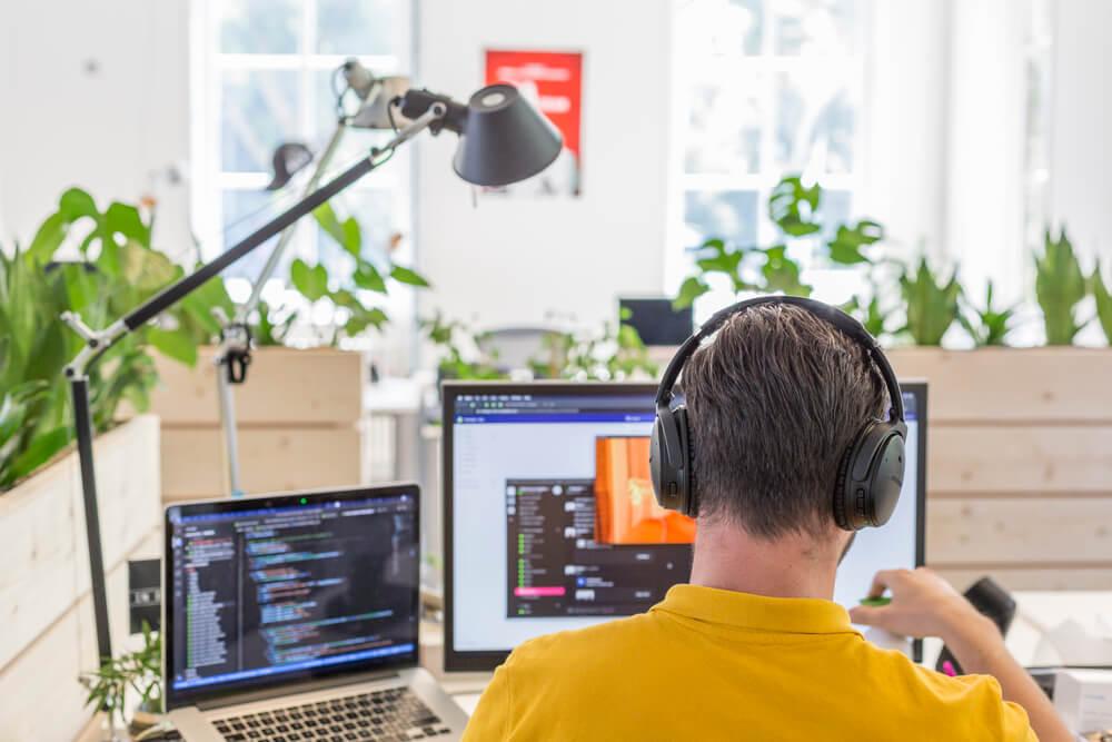 Developer aan het werk | Code