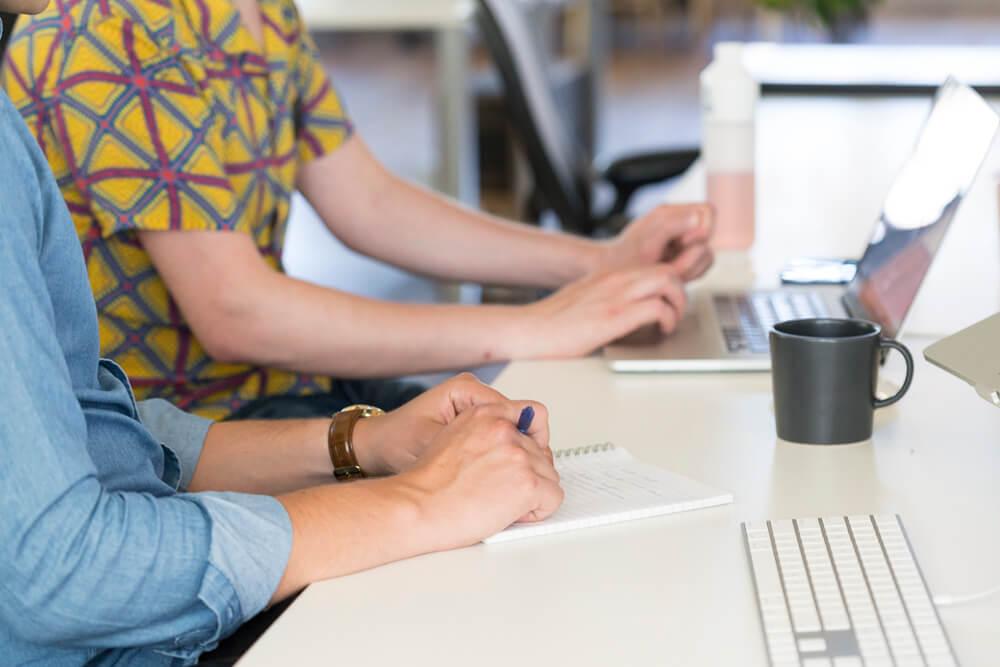 Werken aan bureau | Code