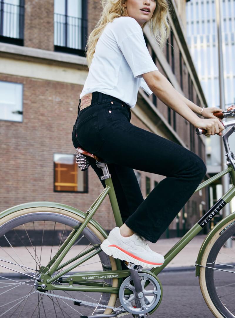 Woman on bike | Code